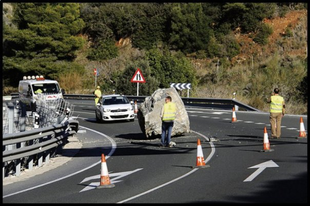 rock_fall_on_coast_road-__1481264867_78320__1481264867_40711