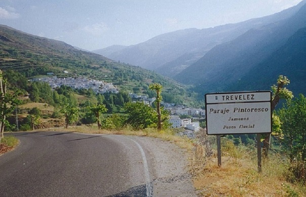 Entrance to_Trevélez